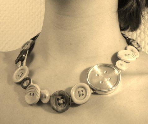 Knopfkette mit Silber